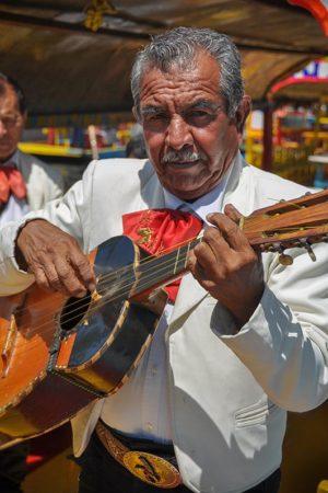 Mariachi-Xochimilco-Guitarrista-Jorge-Carlos-Alvarez